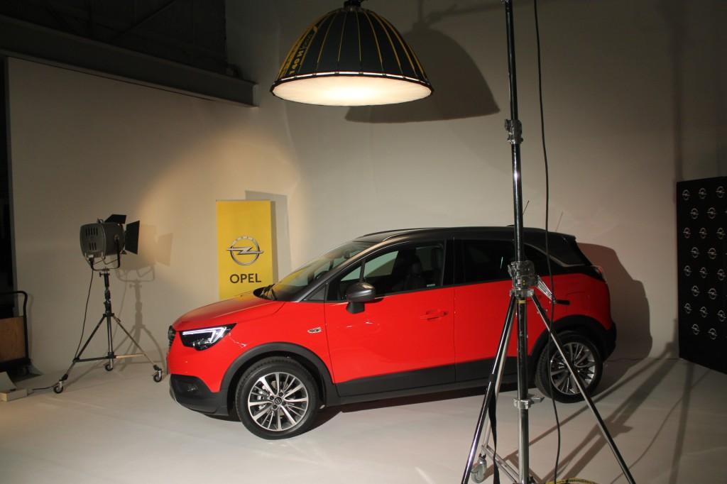 Opel Crossland se v Česku poprvé ukázal v hostivařských atelierech